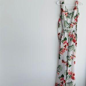 Floral open back jumper. New.